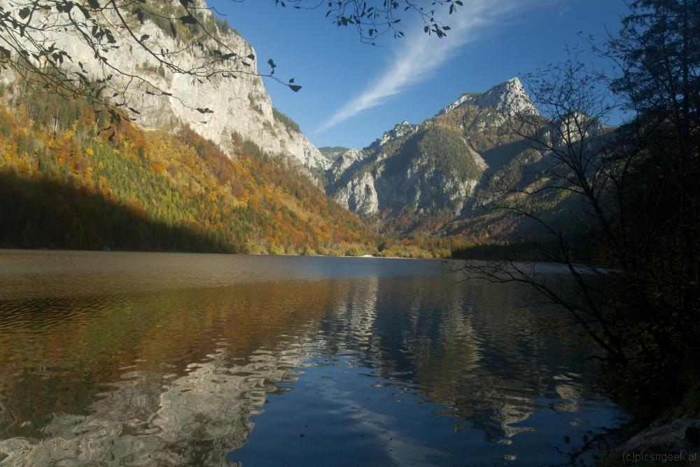 Leopoldsteinersee in autumn afternoon