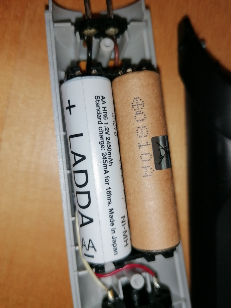 Panasonic ER1410 original battery vs standard AA NiMH battery